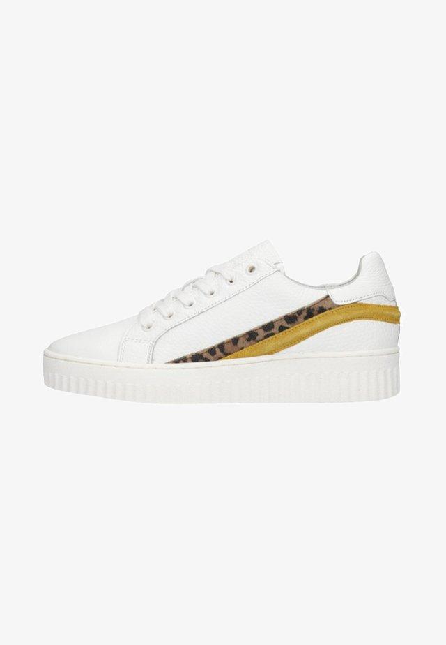 MIT AKZENTEN - Sneakers laag - white