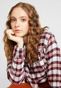 Levi's® - DORI WESTERN SHIRT - Button-down blouse - patridge herringbone_v2 sandshell - 3