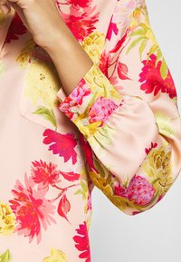 iBlues - VARIETY - Button-down blouse - powder - 5