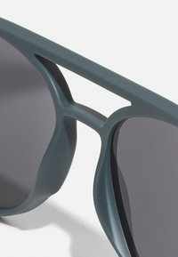 Lacoste - UNISEX - Sunglasses - matte green - 2