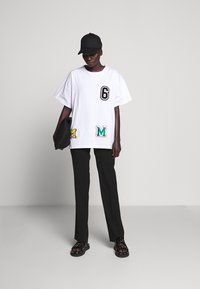 MM6 Maison Margiela - PATCHES TEE - T-shirt print - white - 1