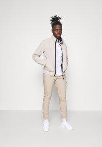 Tommy Jeans - SCANTON - Cargo trousers - beige - 1
