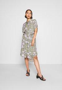 Monki - NINNI DRESS - Košilové šaty - green - 0