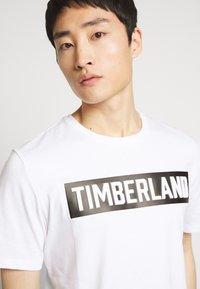 Timberland - T-shirt z nadrukiem - white - 4