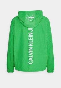 Calvin Klein Jeans - VERTICAL LOGO  - Giacca leggera - andean toucan - 1