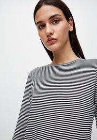 ARMEDANGELS - LARAA RING STRIPES - Long sleeved top - black/off white - 3