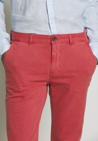 HKT by Hackett - DYE STRETCH - Chino kalhoty - red - 5