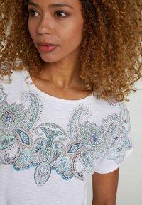 Oui - Print T-shirt - white green - 3