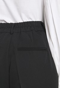 Soft Rebels - LUCCA ANKLE PANT - Trousers - black - 3