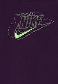 Nike Sportswear - HOODIE - Hoodie - grand purple/sunset pulse/vapor green - 2