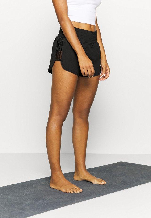 SOLID RUN WILD SHORT - Pantalones deportivos - black