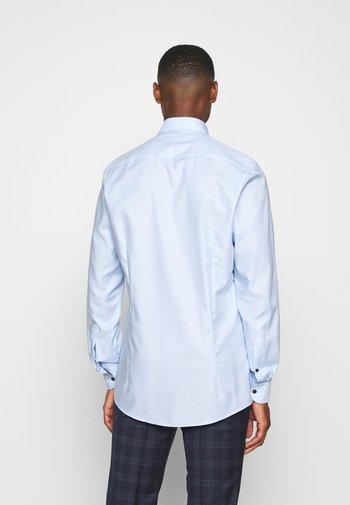 BODY FIT - Formal shirt - ozon
