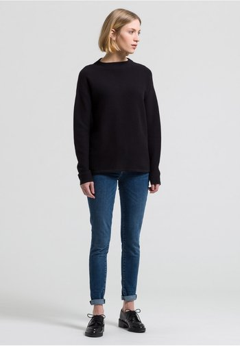 MEDINAA - Jumper - black