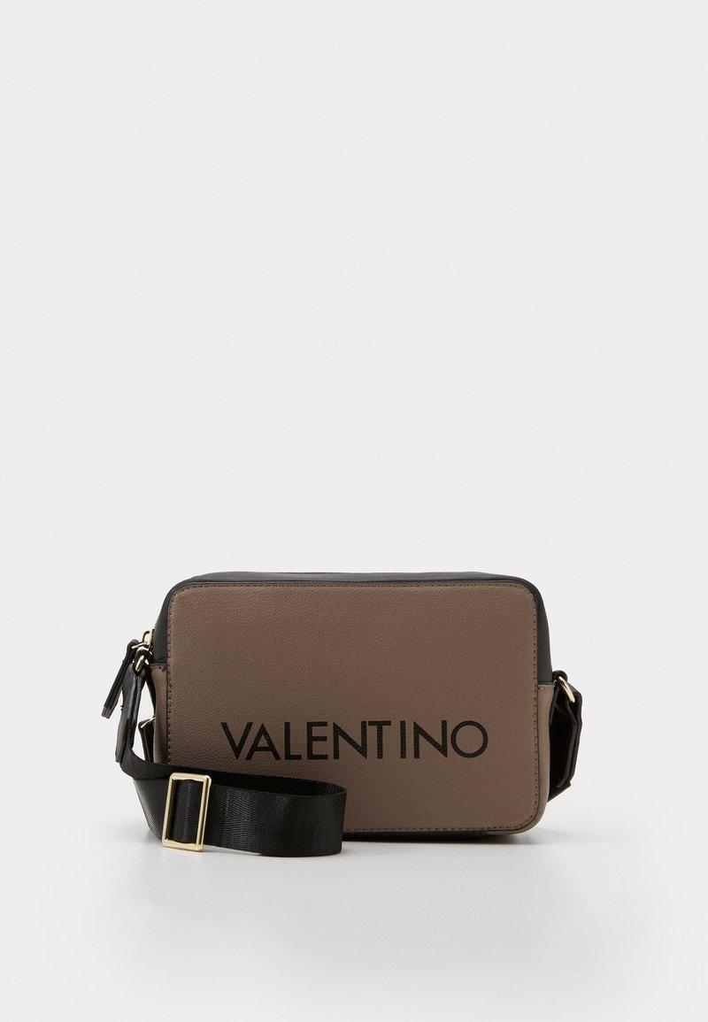 Valentino by Mario Valentino - GRANDE - Skulderveske - taupe/nero