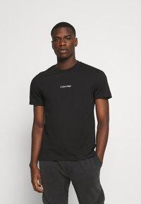 Calvin Klein - CENTER LOGO 2 PACK - Jednoduché triko - black/tawny port - 1