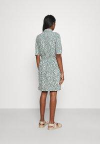 Vero Moda - VMLIVA SHORT SHIRT DRESS - Shirt dress - laurel wreath/liva - 2