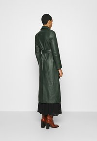 IVY & OAK - Trenchcoat - iris leaf - 2