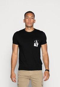 Calvin Klein Jeans - MIRRORED MONOGRAM SLIM TEE - T-shirts print - black/white - 0