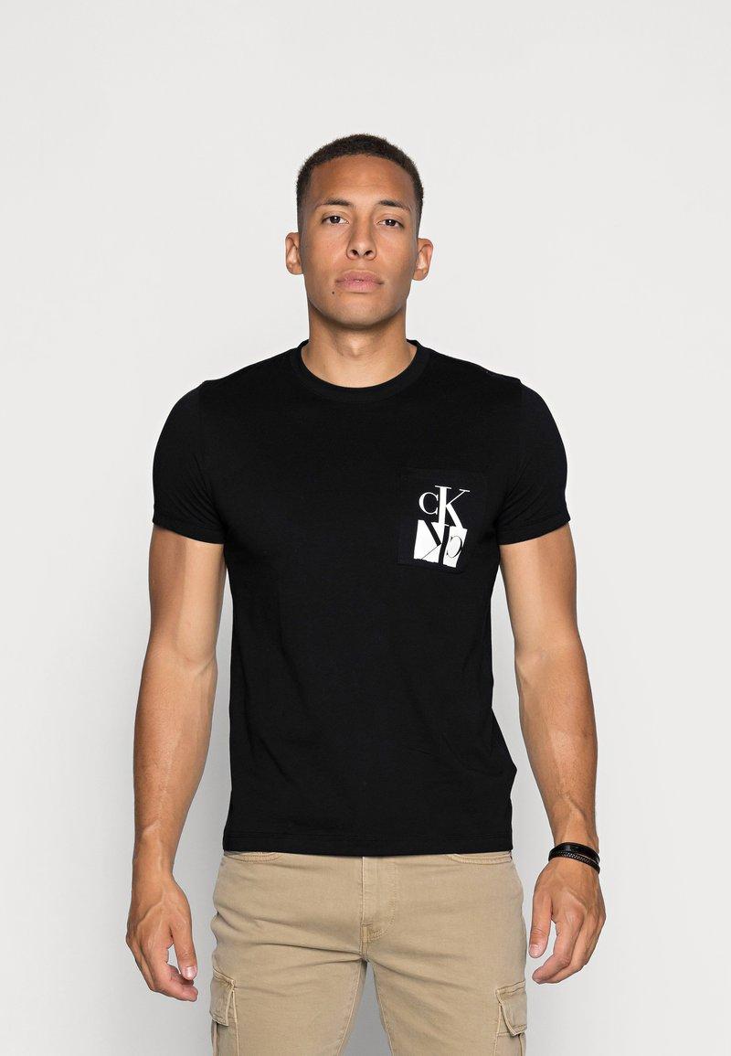 Calvin Klein Jeans - MIRRORED MONOGRAM SLIM TEE - T-shirts print - black/white