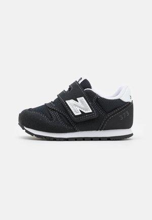 IZ373KN2 UNISEX - Zapatillas - black