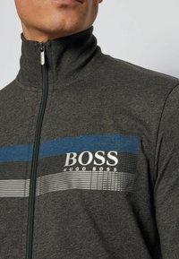 BOSS - AUTHENTIC - veste en sweat zippée - dark grey - 3