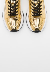 Versace Jeans Couture - Baskets basses - gold