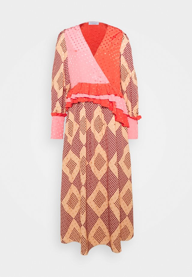 PRINT - Robe longue - rose cloud