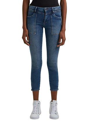 MIT YOKE UND SAUM-ZIPPERN - Slim fit jeans - blue medium washed