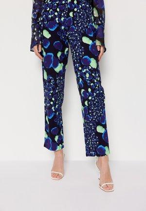 VENEDA RINA PANTS - Jeansy Straight Leg - blue/green
