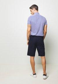 Benetton - BASIC CHINO - Shorts - dark blue - 2