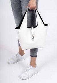 Tamaris - CORDULA SET - Handbag - white/black - 1