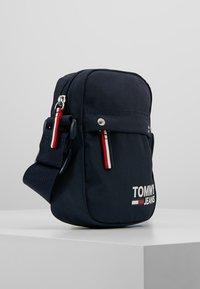 Tommy Jeans - COOL CITY MINI REPORTER - Skuldertasker - blue - 3