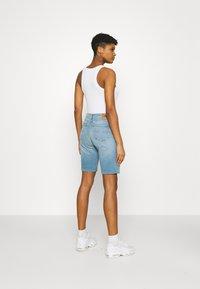 Tommy Jeans - MID RISE - Denim shorts - tess light blue - 2