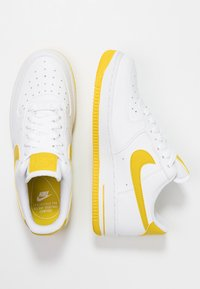 Nike Sportswear - AIR FORCE 1'07 - Baskets basses - white/bright citron - 3