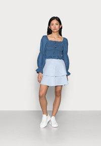 VILA PETITE - VIMILAC SHORT SKIRT - Mini skirt - cashmere blue/cloud dancer - 1