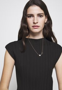 Coach - SCULPTED NECKLACE - Ketting - rose gold-coloured - 1