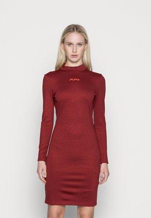 BODYCON DRESS - Sukienka z dżerseju - intense red