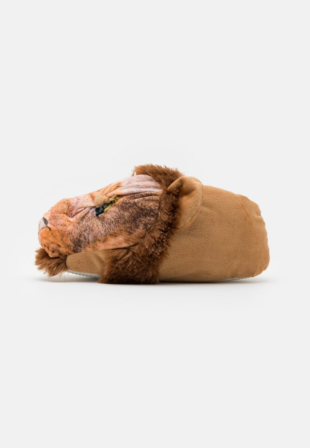 LION SLIPPER - Pantuflas - brown