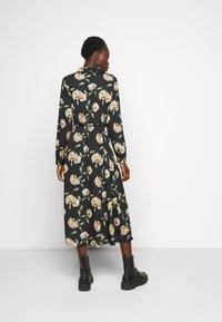 PIECES Tall - PCGYLLIAN MIDI DRESS TALL - Day dress - black/big flower - 2