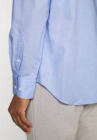 Tommy Hilfiger Tailored - PLAIN REGULAR FIT - Camicia elegante - classic blue - 4