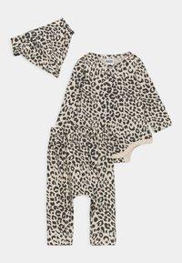 Cotton On - BUNDLE BIB SET - Leggings - Trousers - caramel - 0