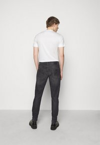 Emporio Armani - POCKETS PANT - Slim fit jeans - anthracite - 2