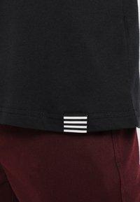 Mads Nørgaard - FAVORITE THOR - Basic T-shirt - black - 5