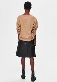 Selected Femme - Sweatshirt - tigers eye - 2