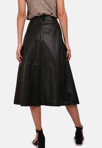 Oakwood - LUCILLE - Áčková sukně - black - 2