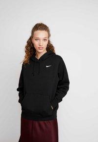 Nike Sportswear - W NSW HOODIE FLC TREND - Bluza z kapturem - black/white - 0