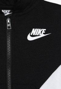 Nike Sportswear - SOLID FUTURA PANT SET BABY - Hoodie met rits - black - 5
