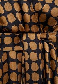 Mango - SABI - Denní šaty - karamel - 7
