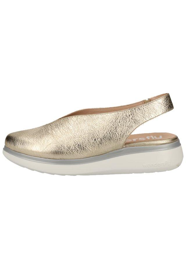 WONDERS HALBSCHUHE - Slingback ballet pumps - wash gold