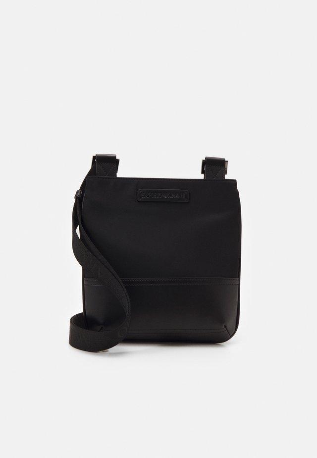 MESSENGER BAG UNISEX - Skuldertasker - black